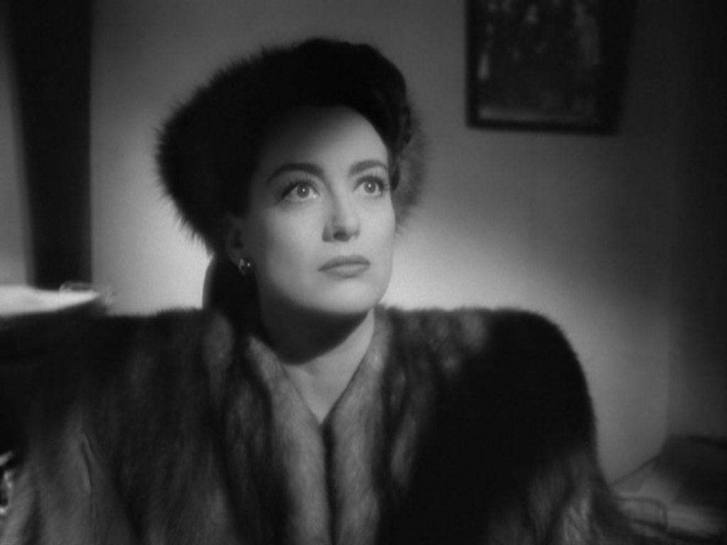 Joan Crawford in un frame di Mildred Pierce